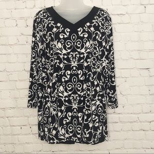 Susan Graver black and white v neck blouse large